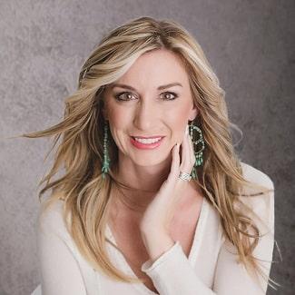 Headshot of Hilary proud member of Mankato dental team